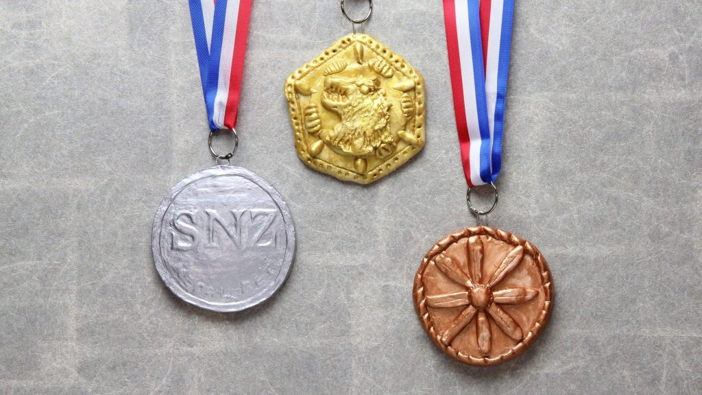 ねんどでつくるピカピカ金メダル説明画像