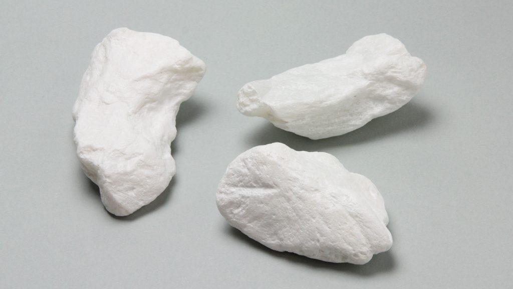 白い石ころアート説明画像